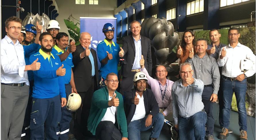 Inauguration des 2 nouvelles roues de la Centrale Hydraulique de Sainte-Rose avec Olivier Duhagon, le directeur, et l'équipe EDF