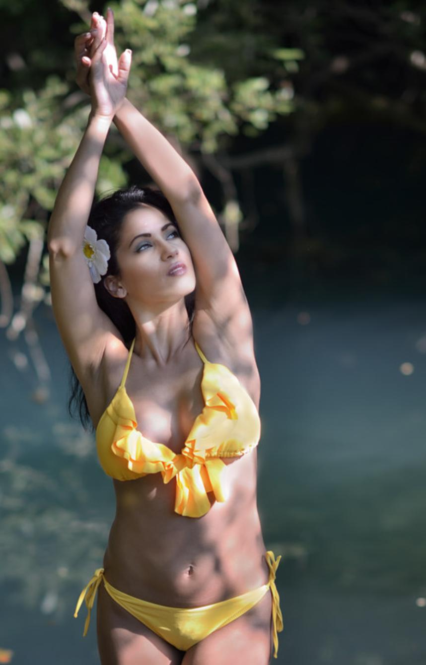 Elle rêve de revenir dans son île au soleil...