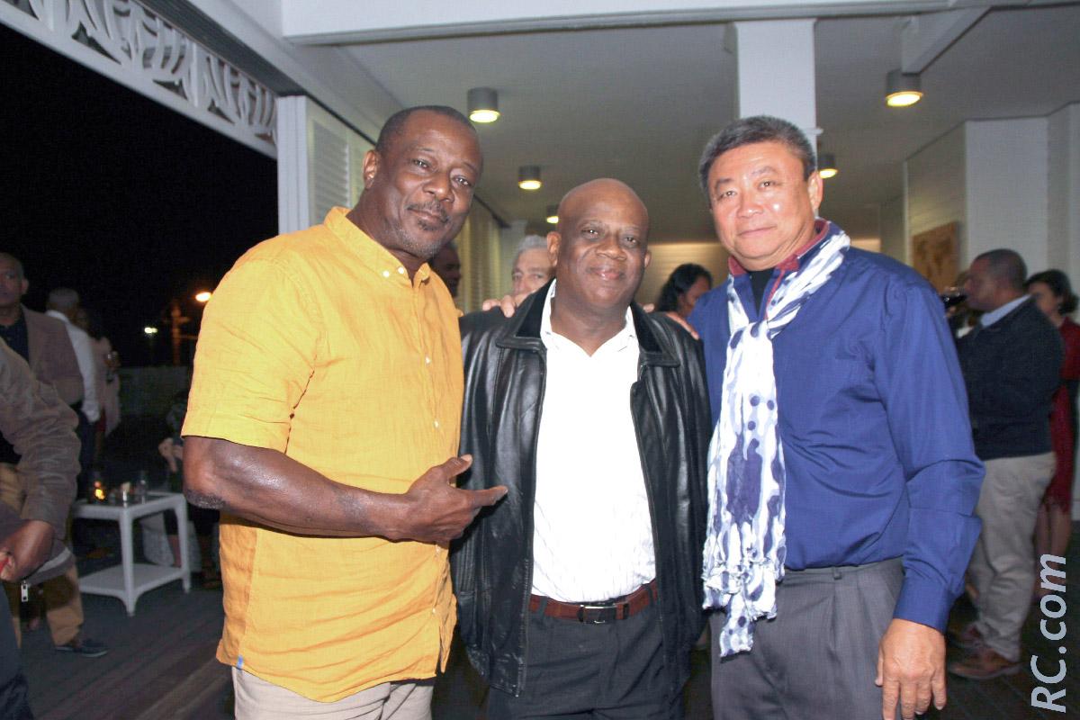 Jean-Claude Machir, le chanteur Doyel Edouard et Alain Wong So