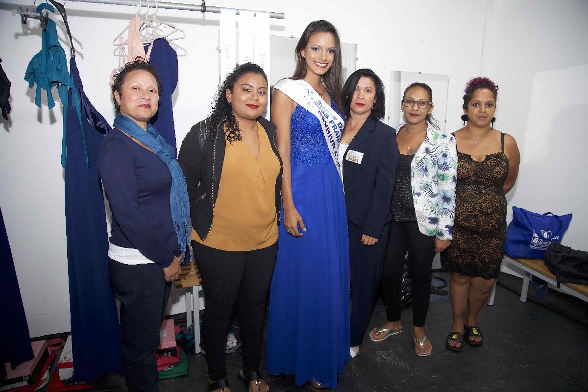 Morgane avec les équipes de coiffure et de maquillage de Miss Salazie 2019