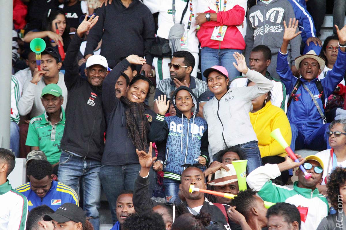Le champion de trail Vishal Itto et les siens dans la tribune du stade Bambou