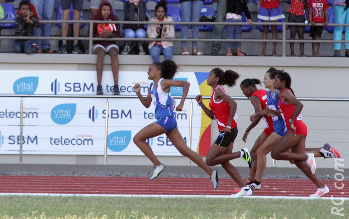 Les derniers mètres de Mirella et la victoire au bout de la piste