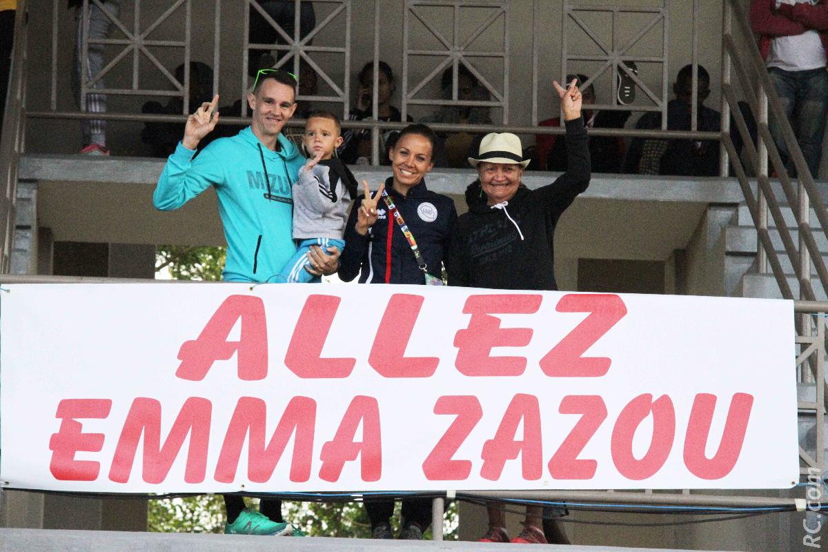 Emma Métro, son mari Jean Michel, son fils Zachara et sa maman Gisèle