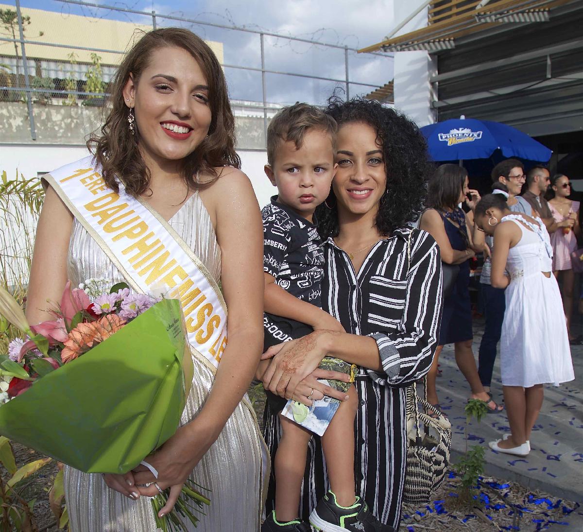 Julie avec Naéma Labenne et son fils