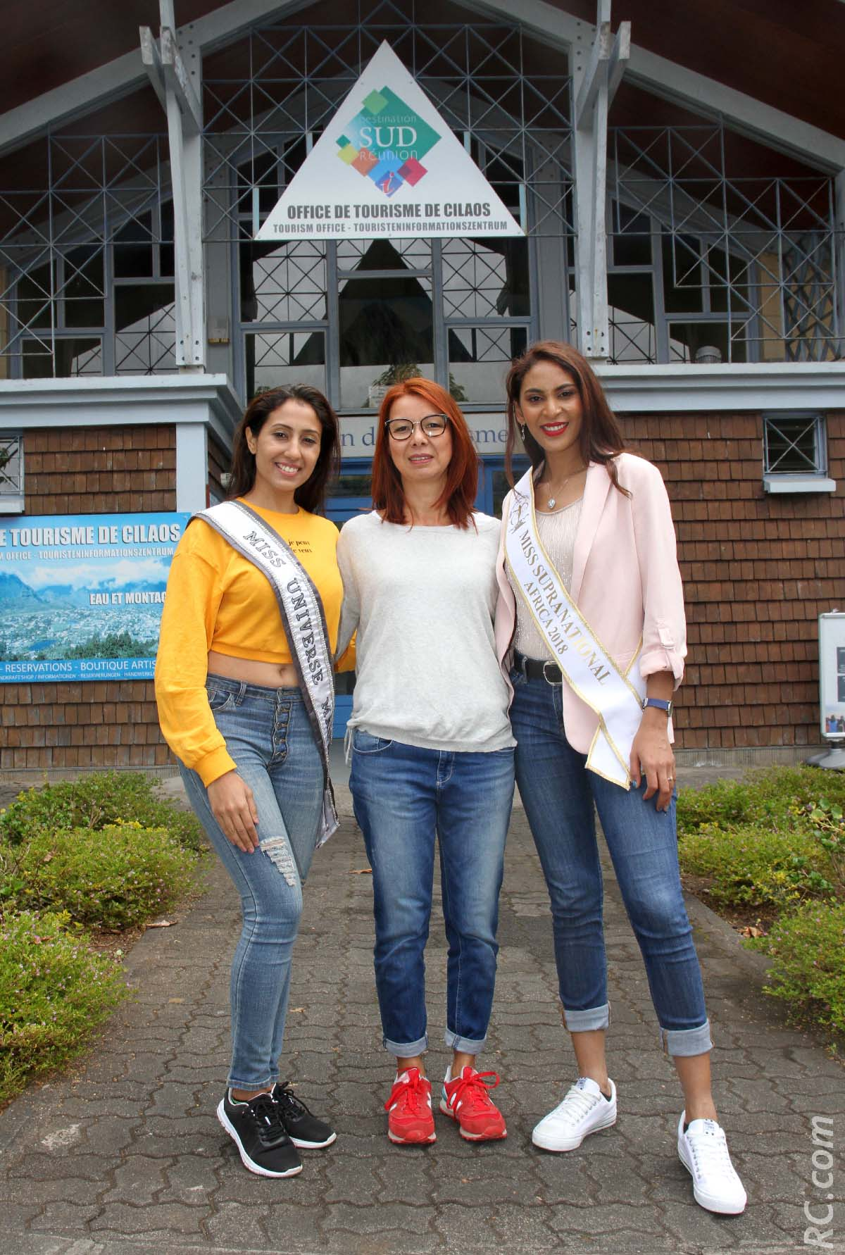 Varsha Ragoobarsing, Sandrine Aho-Nienne, adjointe au maire de Saint-Pierre, et Anoushka Ah Keng