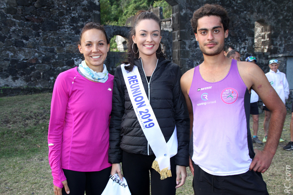 Morgane Lebon entourée de deux champions de la course à pied: Emma Métro et Sébastien Allouche