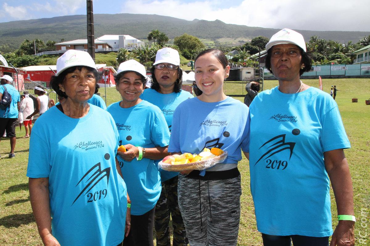 Au centre , Elodie Boyer (de la Plaine des Palmistes), présidente du Conseil Général des Jeunes