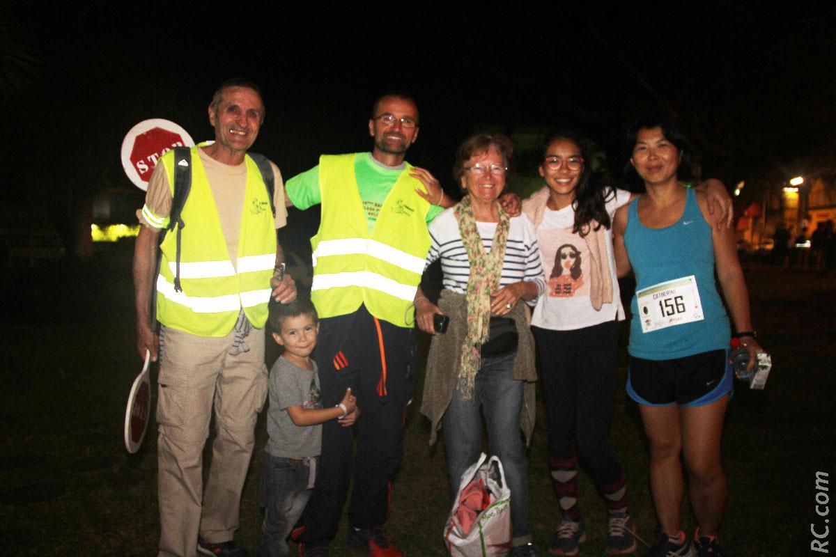 Denis Bornot, bénévole, et sa tribu, dont Catherine qui avait choisi les 10 km