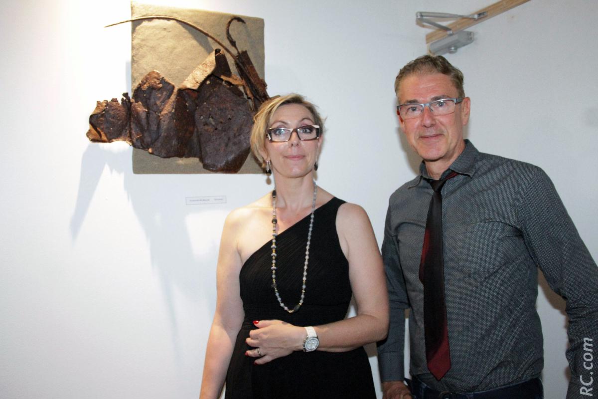 Graziella et Eric Gruchet qui a accroché plusieurs de ses oeuvres sur les murs du Nouveau Cabanon