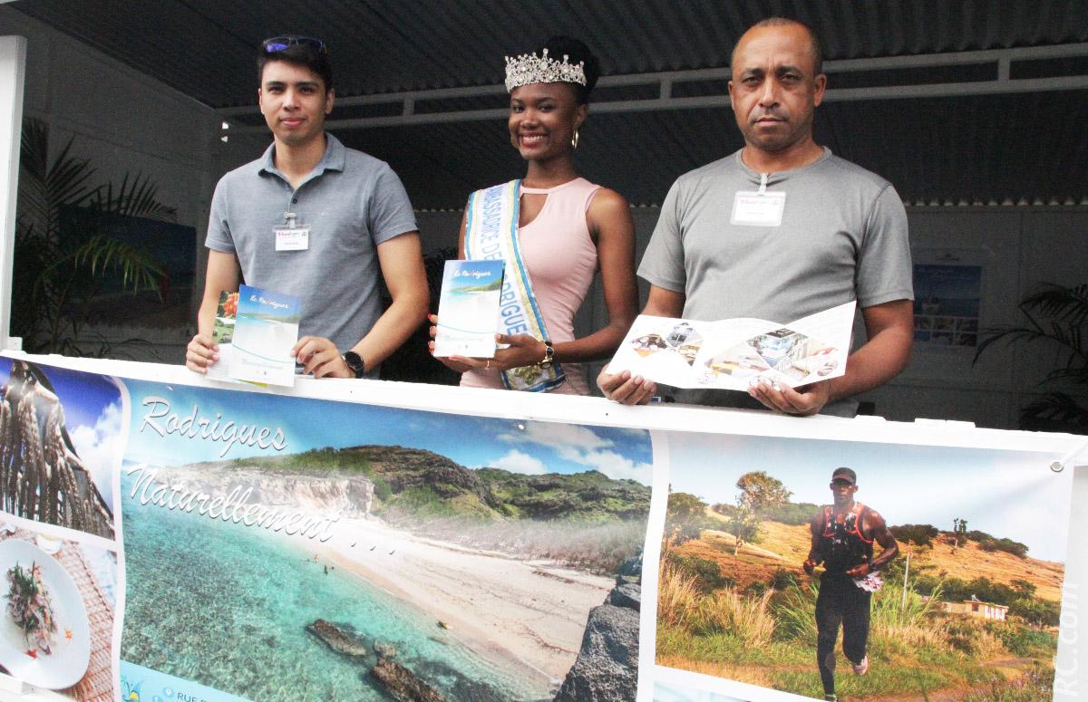 Nelshior Larose du Cotton Bay , Anne Murielle Ravina et Ferdinand Yeung de l'Office du Tourisme de Rodrigues