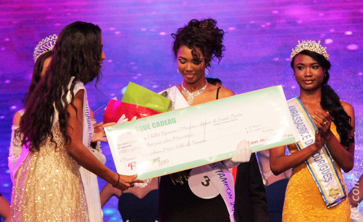 Elle était parmi les invités de la soirée d'élection de Miss Ville du Tampon