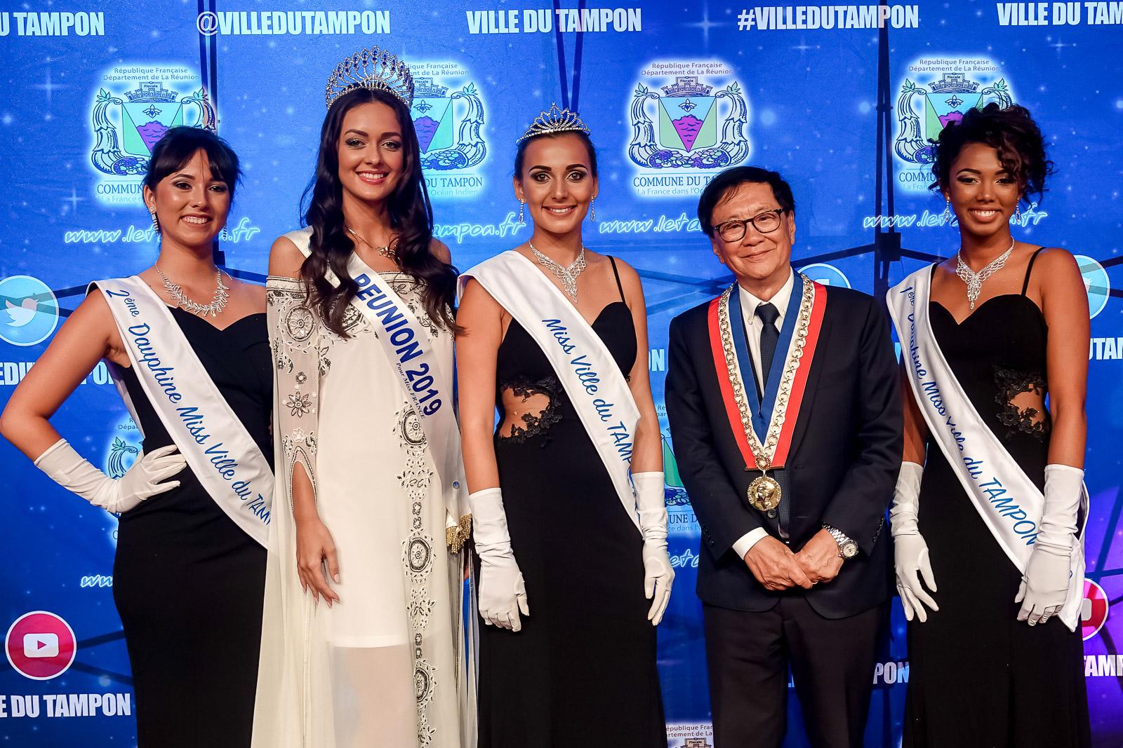 Barbara Payet, 2ème dauphine, Morgane Lebon, Miss Réunion 2019, Stacy Boucher, Miss Ville du Tampon 2019, André Thien Ah Koon, maire du Tampon, et Taciana Bègue, 1ère dauphine