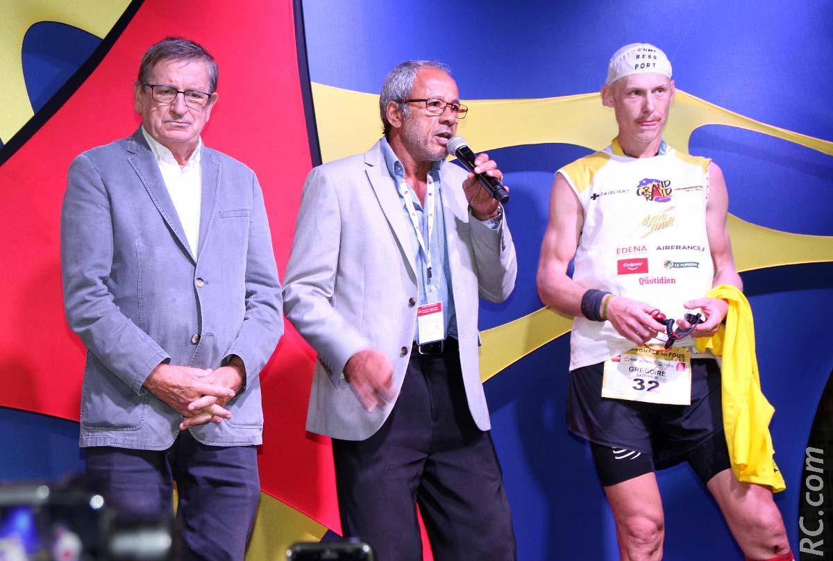 Les bravos de Dominique Fournel, vice-président à la Région Réunion et de Alain Couderc, adjoint aux sports à la mairie de Saint-Denis à Grégoire Curmer, le boss du Grand Raid 2019