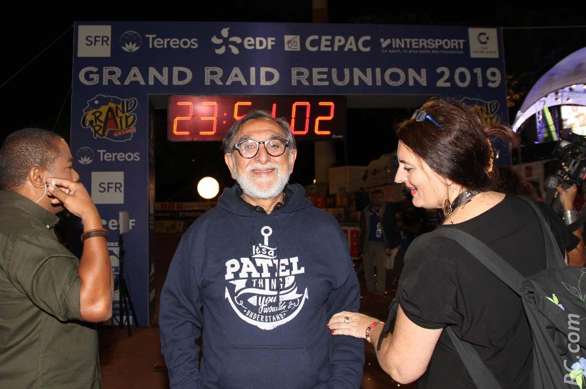 Le boss de Réunion 1ère, Gora Patel, sur le terrain du Grand Raid