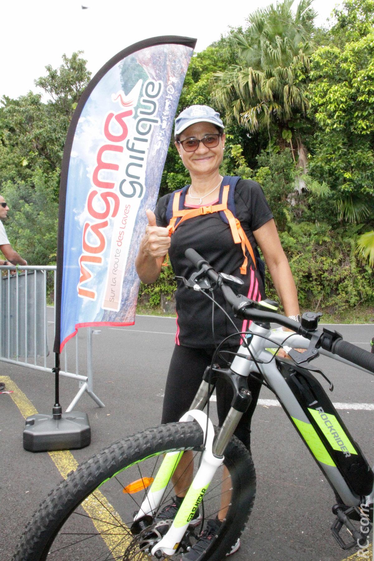 Reine-Claude Renault, conseillère municipale.Elle nous a gentiment prêté son vélo pour la réalisation des photos de Exclusif. Merci Madame...