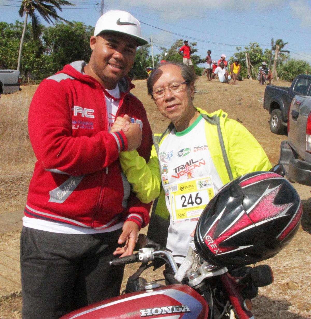 Julio de l'association des Motards de Rodrigues, a permis à notre reporter-photographe de suivre les différentes courses à moto. Merci Julio