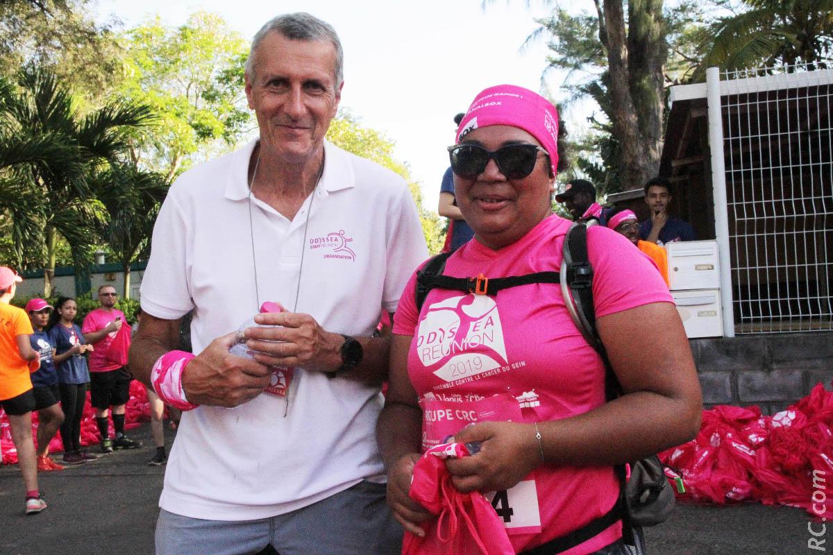 Michel Jourdan, responsable des arrivées avec une participante