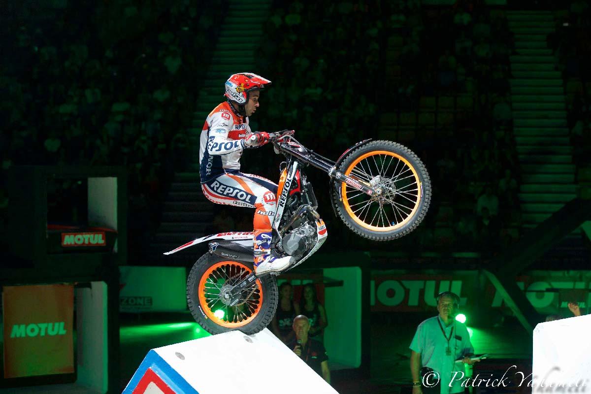 Mondial Indoor Moto X-Trial au Petit Stade de l'Est: spectaculaire!