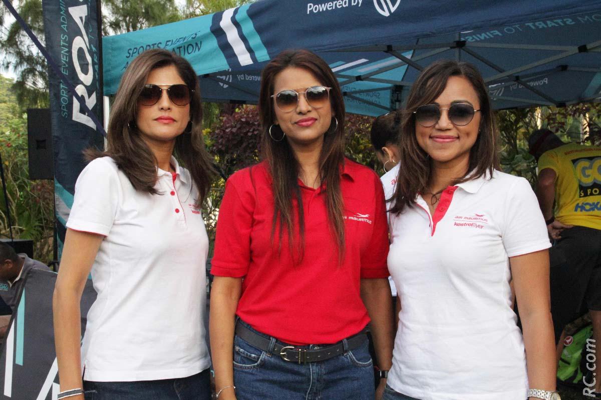 Vanessa, Meenabhi et Ashleyna, trois très jolies hôtesses de Air Mauritius pour accueillir les participants