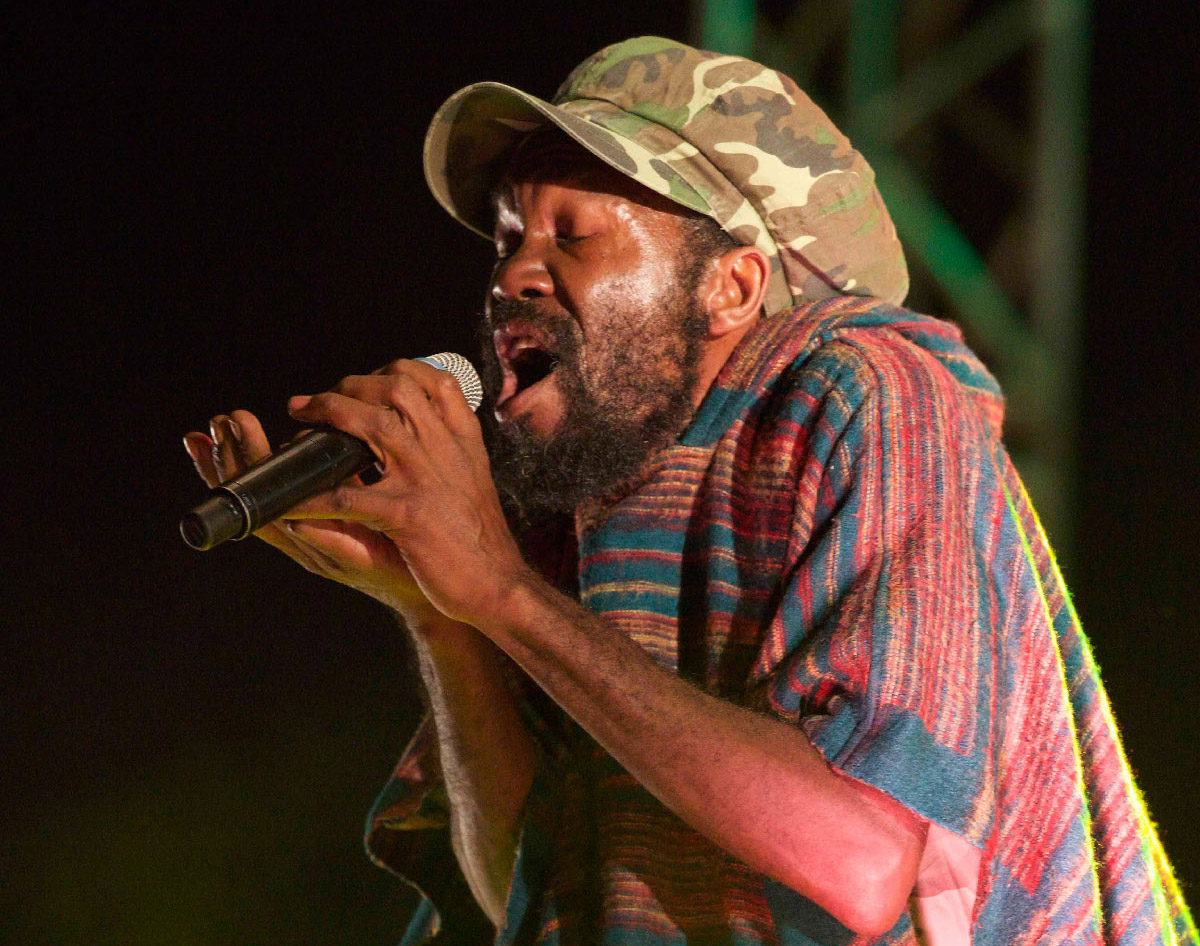 Concert Tiken Jah Fakoly à Saint-Leu: toutes les photos
