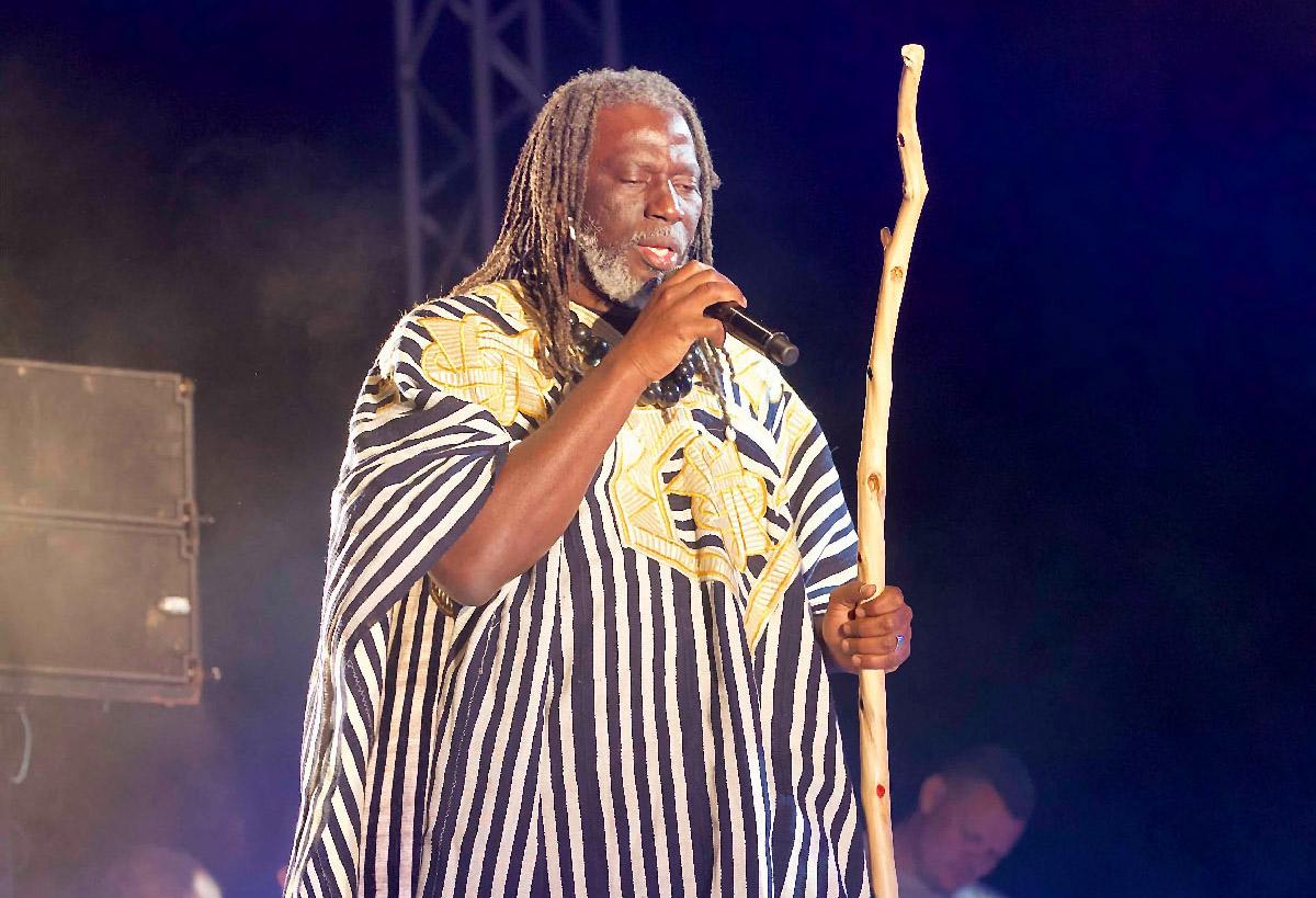 Tiken Jah Fakoly sur scène à La Ravine Saint-Leu
