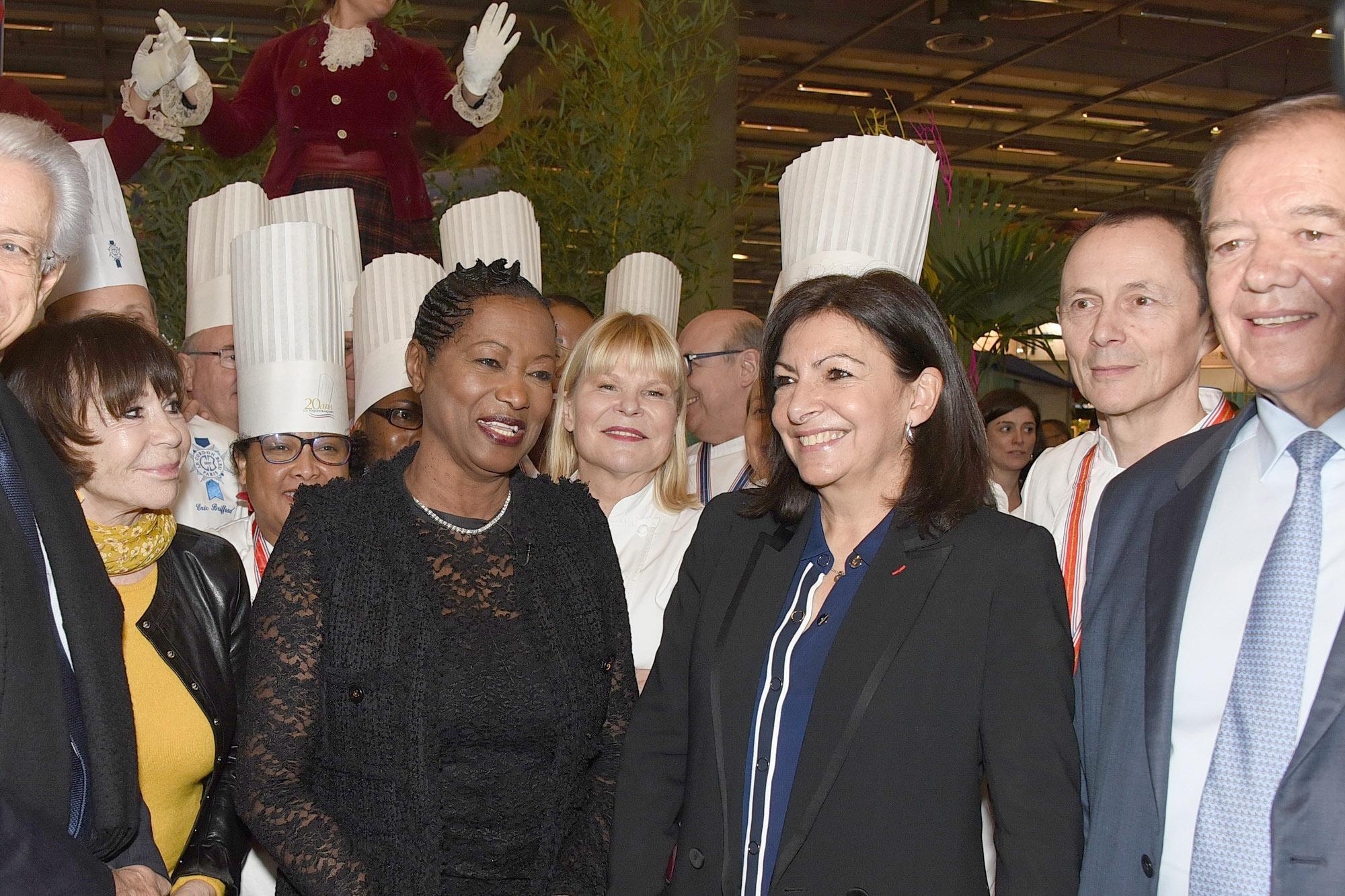 Accueil d'Anne Hidalgo, maire de Paris, avec Danièle Evenou, la cheffe Ghislaine Arabian, le chef Patrick Druart et Patrick Ollier
