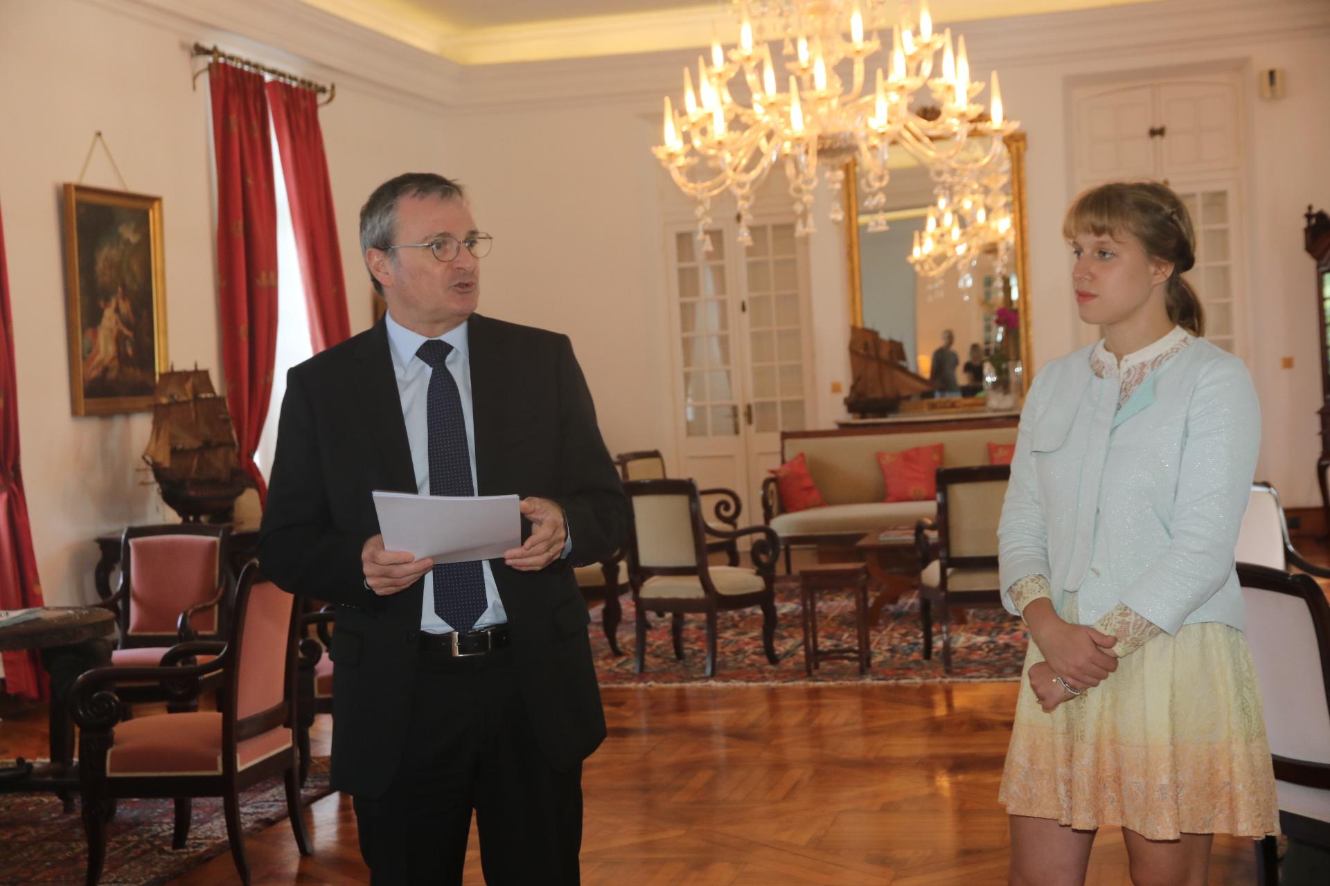 Aux côtés du Préfet, Camille Goyet, sa directrice de cabinet