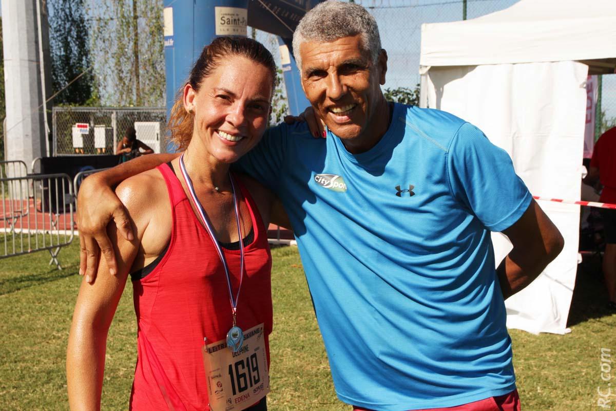 Les félicitations de Jean-Louis Prianon à Delphine Poudroux de Réunion 1ère qui courait son premier trail