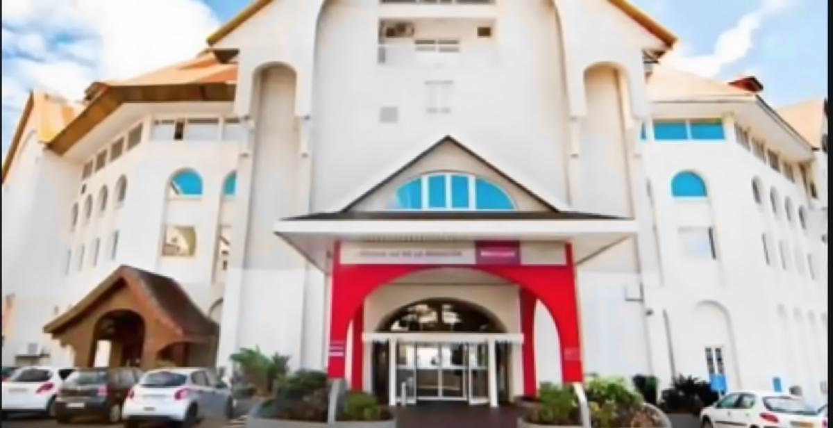 Un centre de confinement a été ouvert samedi après-midi à l'hôtel Mercure Créolia de Saint-Denis
