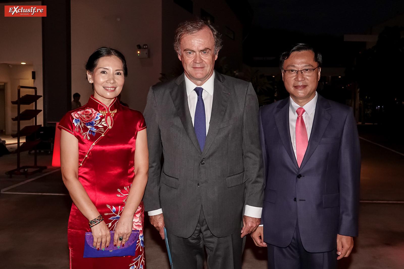 Dong Zhijiao, épouse de Chen Zhihong, Amaury de Saint-Quentin, Préfet de La Réunion, et Chen Zhihong, Consul Général de la République populaire de Chine à La Réunion