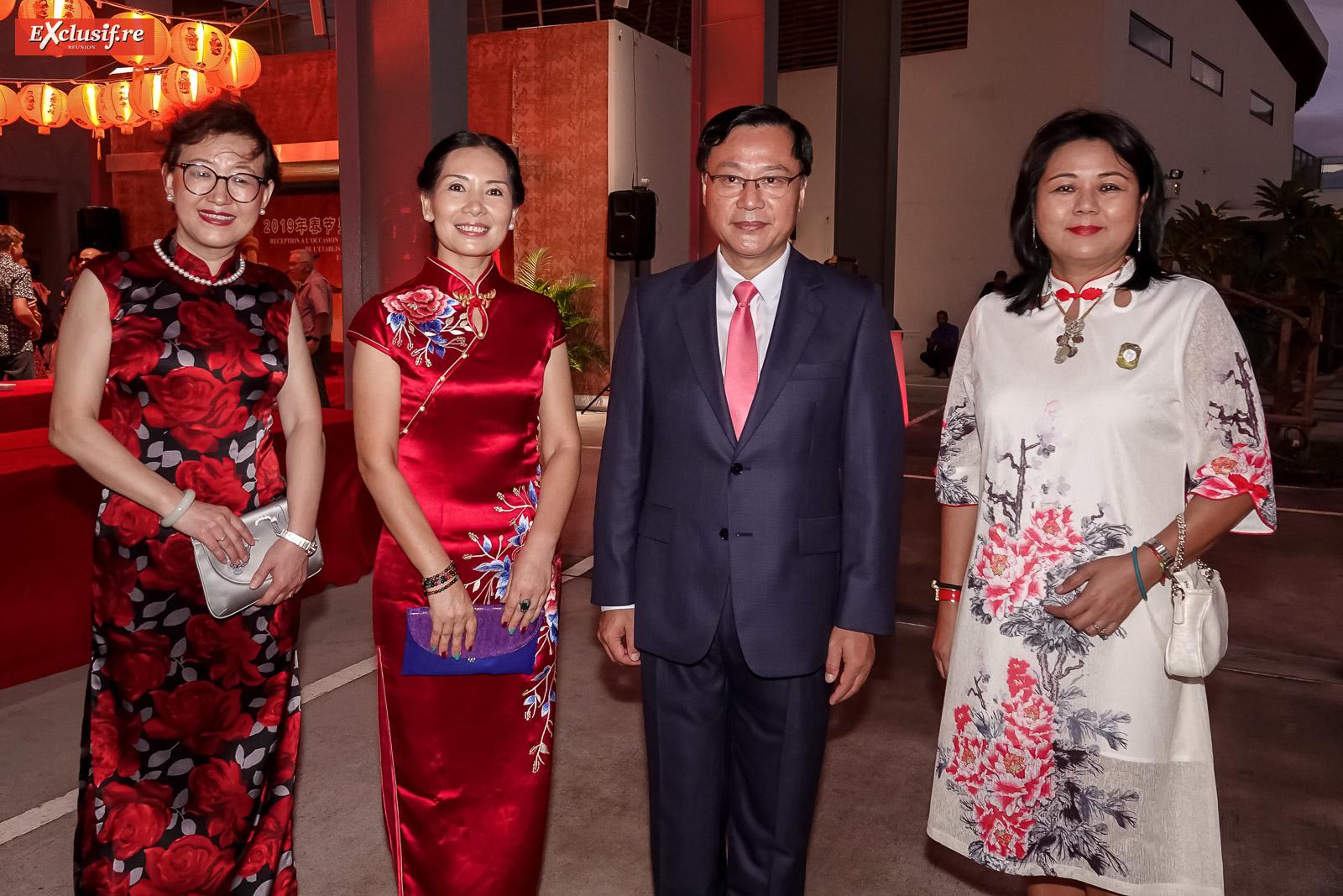 Yang Qing, vice-consule générale de Chine à La Réunion, Dong Zhijiao, son époux Chen Zhihong, Consul Général de la République populaire de Chine à La Réunion,  et Lynda Lee-Mow-Sim, conseillère régionale, déléguée à la coopération régionale et internationale