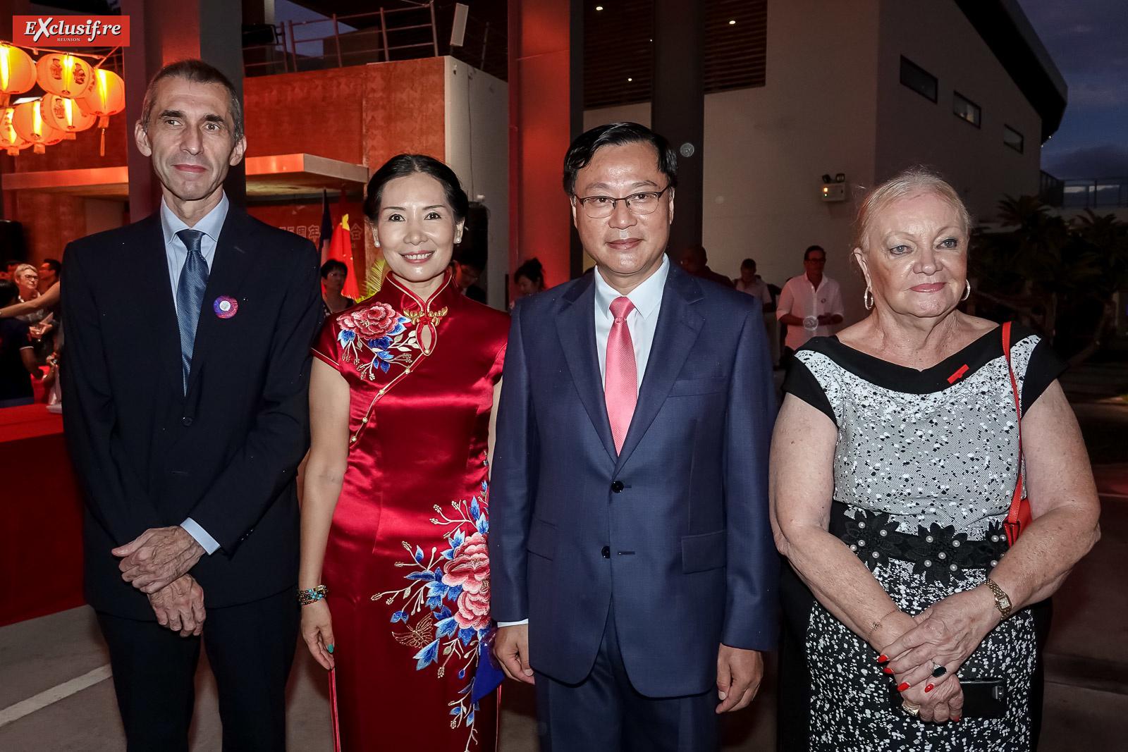 Eric Tuffery, procureur de la République de Saint-Denis, Dong Zhijiao, son époux Chen Zhihong, Consul Général de la République populaire de Chine à La Réunion, et Aude Palant-Vergoz