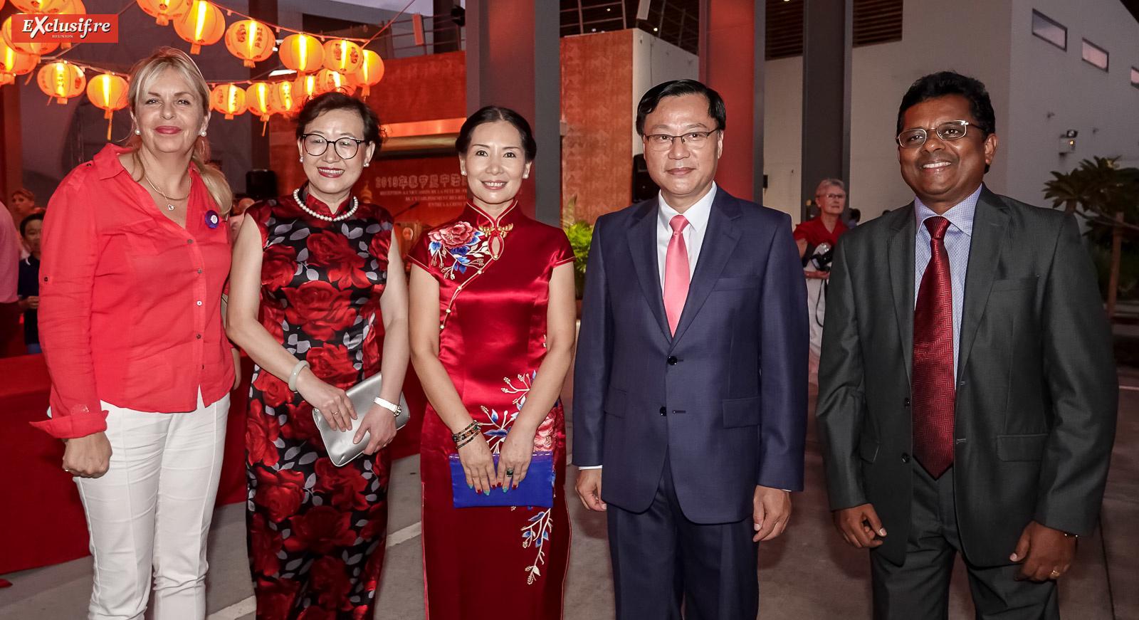 Evelyne Veil Charlannes, Consul de Norvège, Yang Qing, vice-consule générale de Chine à La Réunion, Dong Zhijiao, son époux Chen Zhihong, Consul Général de la République populaire de Chine à La Réunion, et Babu Paul, Consul Général de l'Inde à La Réunion