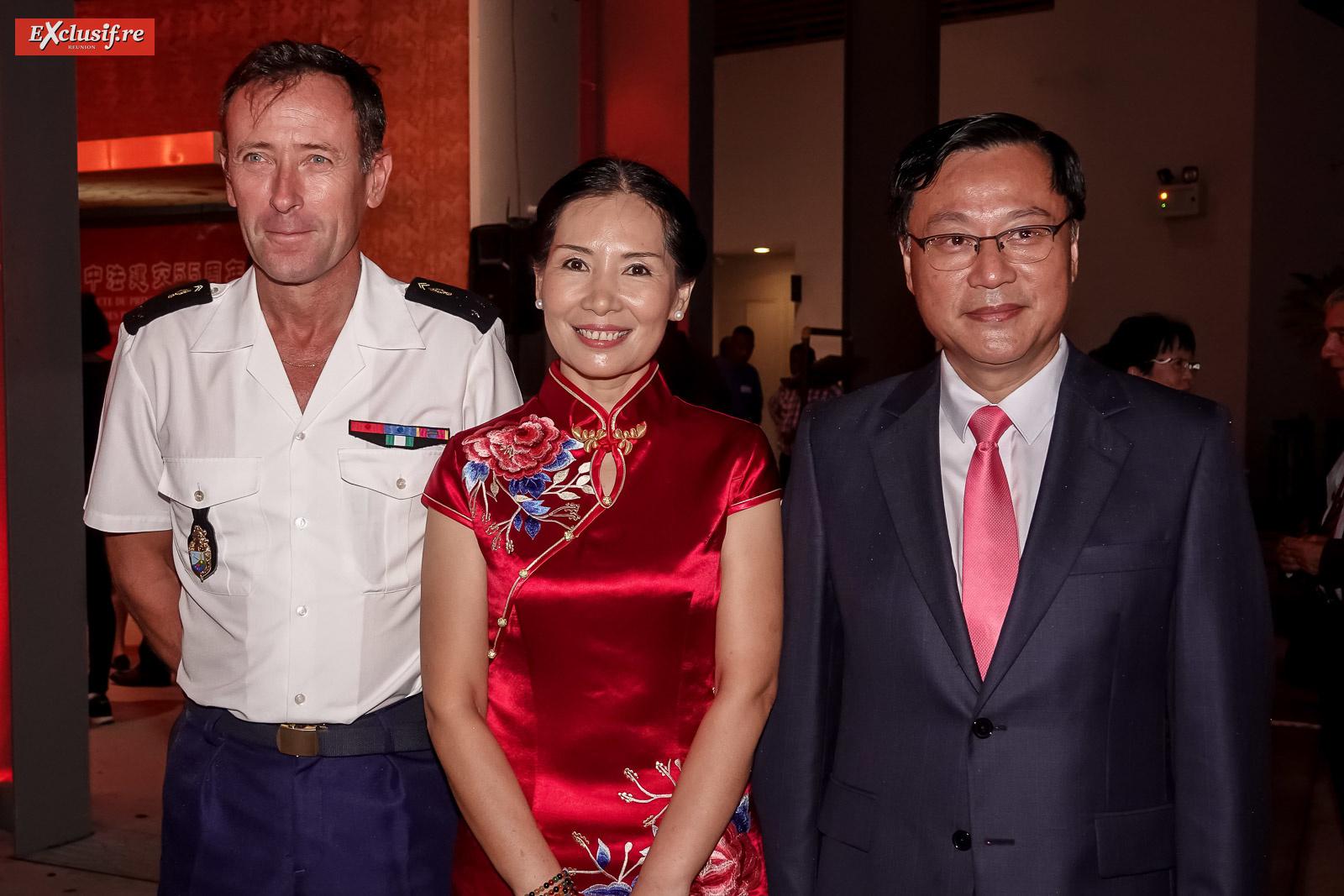 Général Xavier Ducept, commandant de la Gendarmerie à La Réunion, Dong Zhijiao, son époux Chen Zhihong, Consul Général de la République populaire de Chine à La Réunion