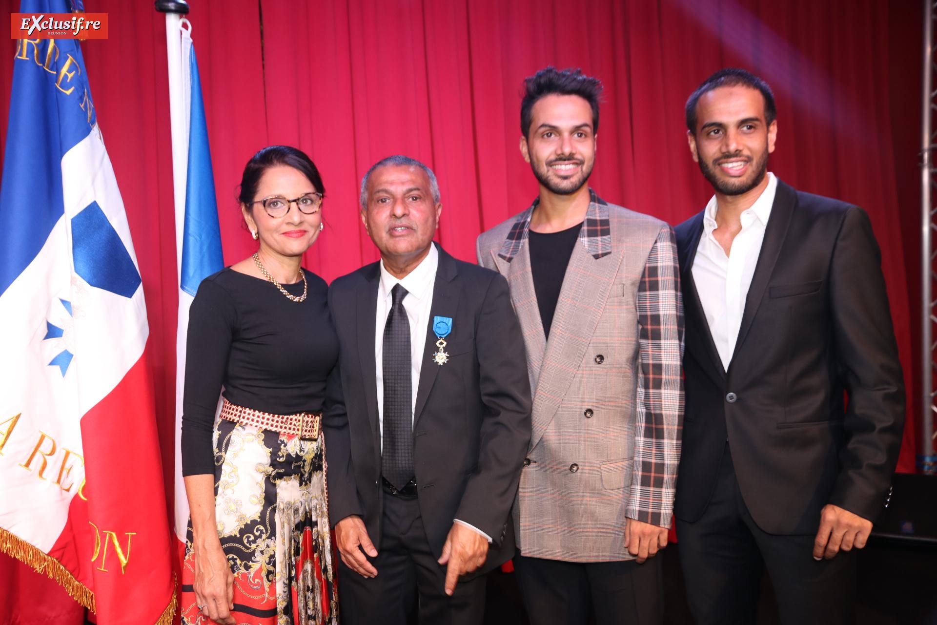 Younous Ravate avec son épouse Nazira, et leurs enfants Louqman et Irfan