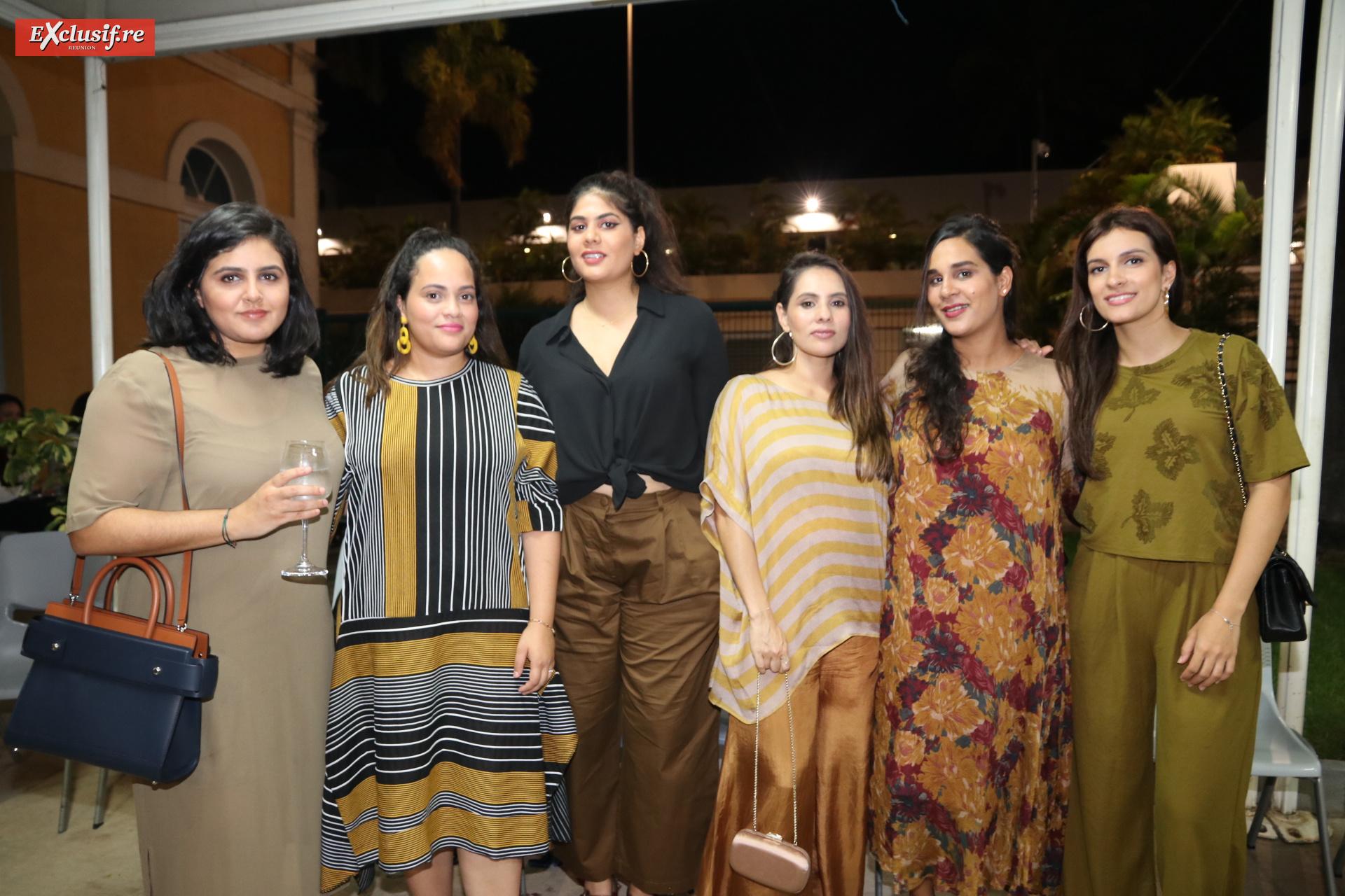 Malika Ravate, Nadjma Timol, Sarah Ravate-Mohamed, Zarina Mangrolia, Samia Sadar, et Shenaz Gabel