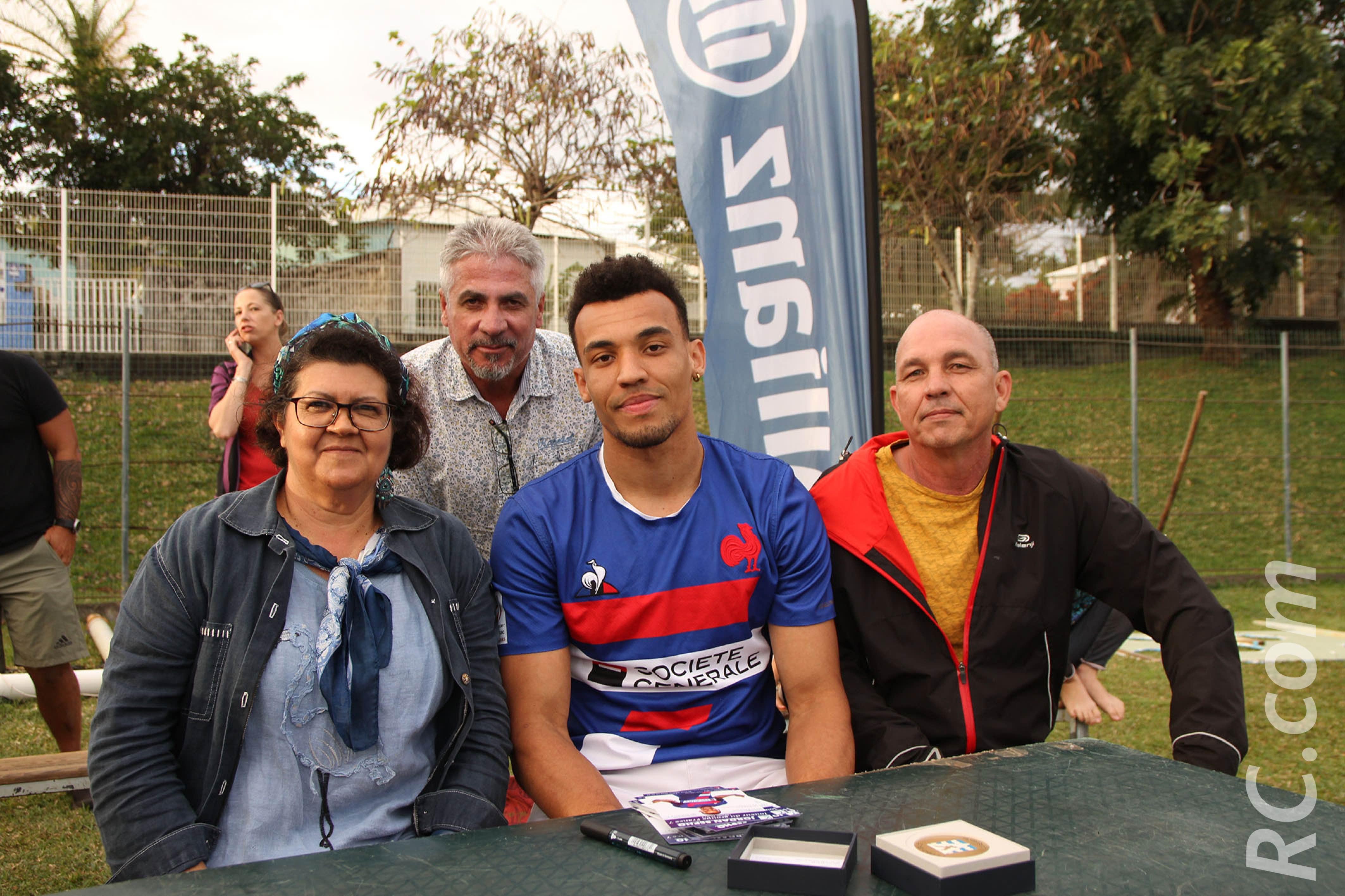 Alexis Hoarau (à gauche de Jordan) a connu le jeune rugbyman au lycée des Avirons