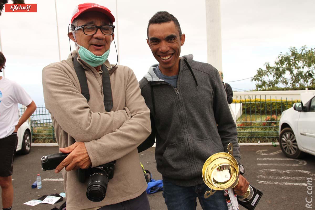 Echanges de commentaires entre Gil Victoire et Géraldo Trulès, du genre: «Tu m'as pris en photo?»