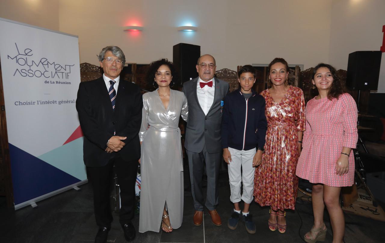 Alain Abadie, avec Jean-François Beaulieu entouré de son épouse Reine-Claude, sa fille Corine, et ses petits enfants Victor et Romane