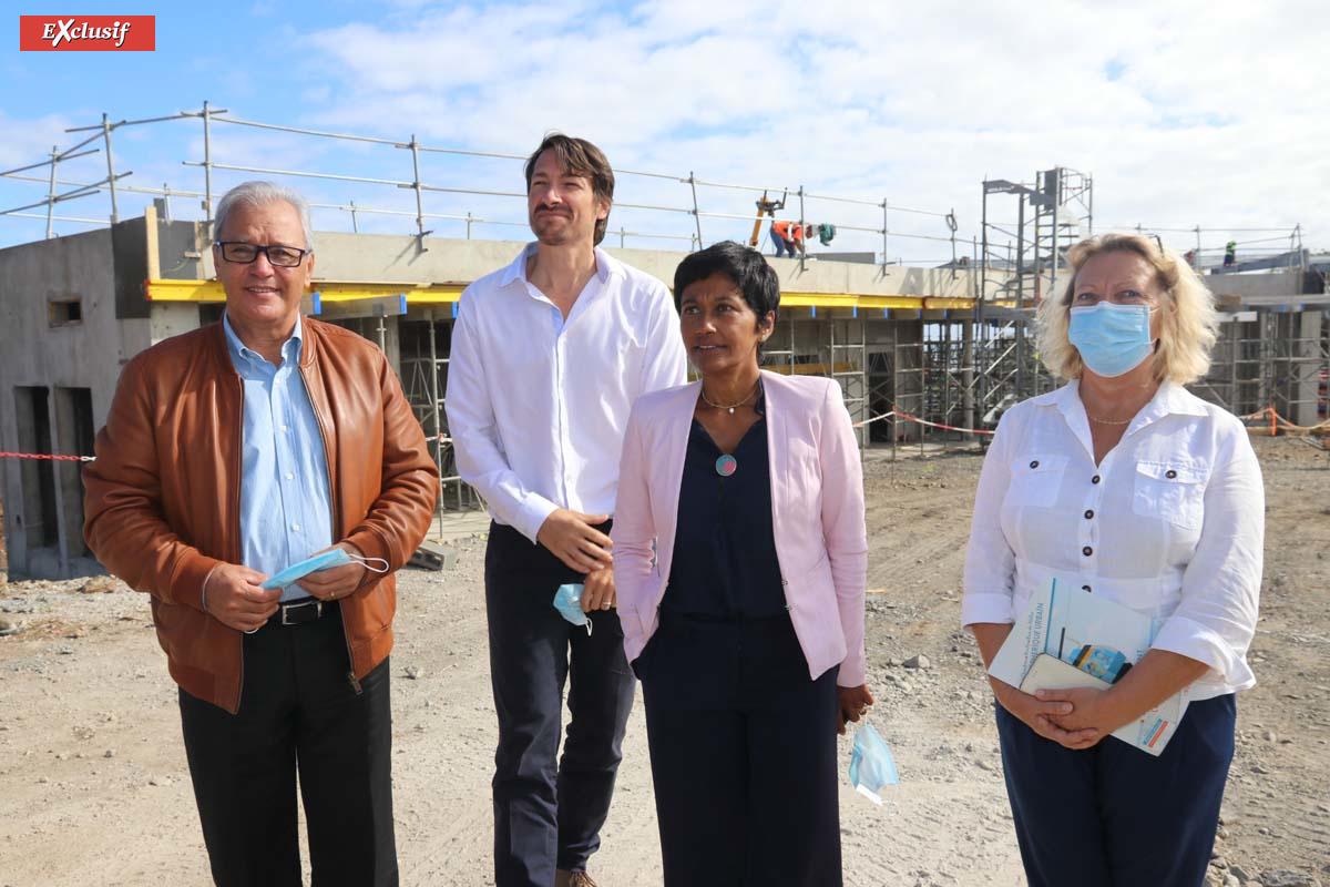 Maurice Gironcel, président de la Cinor, Mikael Nacivet, chef de projet, Ericka Bareigts, maire de Saint-Denis, et Fabienne Couapel-Sauret, vice-présidente de la Région