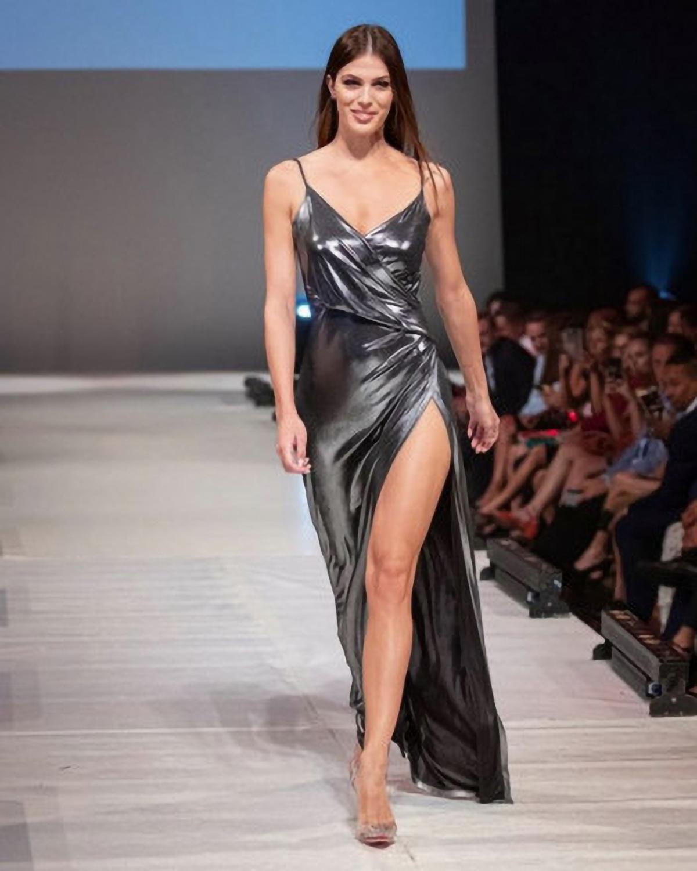 Hasard du calendrier? Le 19 décembre 2019, Iris Mittenaere était l'invitée d'honneur de la Fashion Réunion à la Cité des Arts, et le samedi 19 décembre, elle va présider le jury qui va juger Miss Réunion !