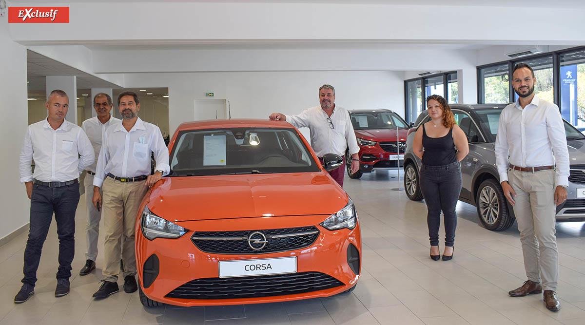 François Boyer, Idriss Ahmod et Amine Dessaye, commerciaux Opel, Jean-Charles Cotto, directeur Opel Réunion, Emilie Dubard, chef produit Opel, et Vincent Surel, chef des ventes Opel