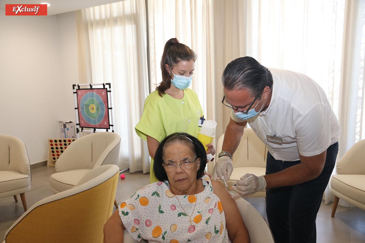 L'une des premières vaccinées de l'EHPAD Aude