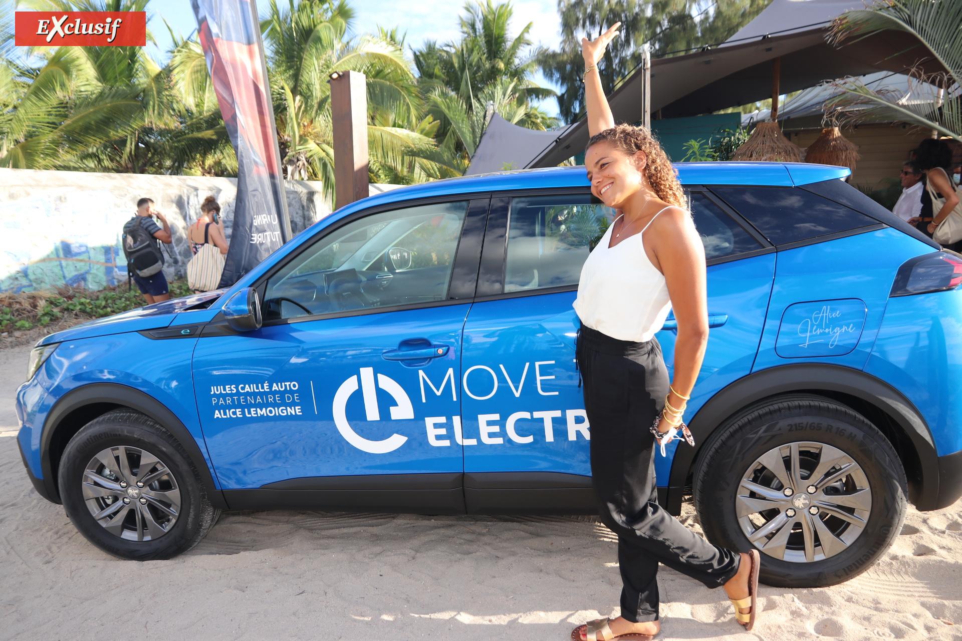 """Alice Lemoigne, championne du monde de surf, """"au pays des merveilles... électriques""""!"""