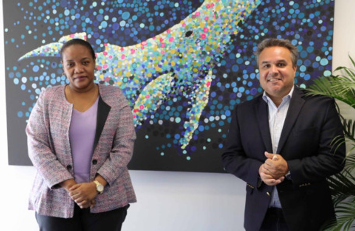 Marie Yolande Razanamalala,  Consule de la République de Madagascar à La Réunion, et Didier Robert, président de la Région Réunion