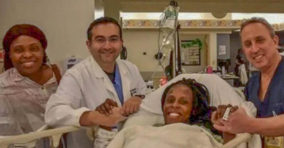 Halima avec une partie de l'équipe médicale...