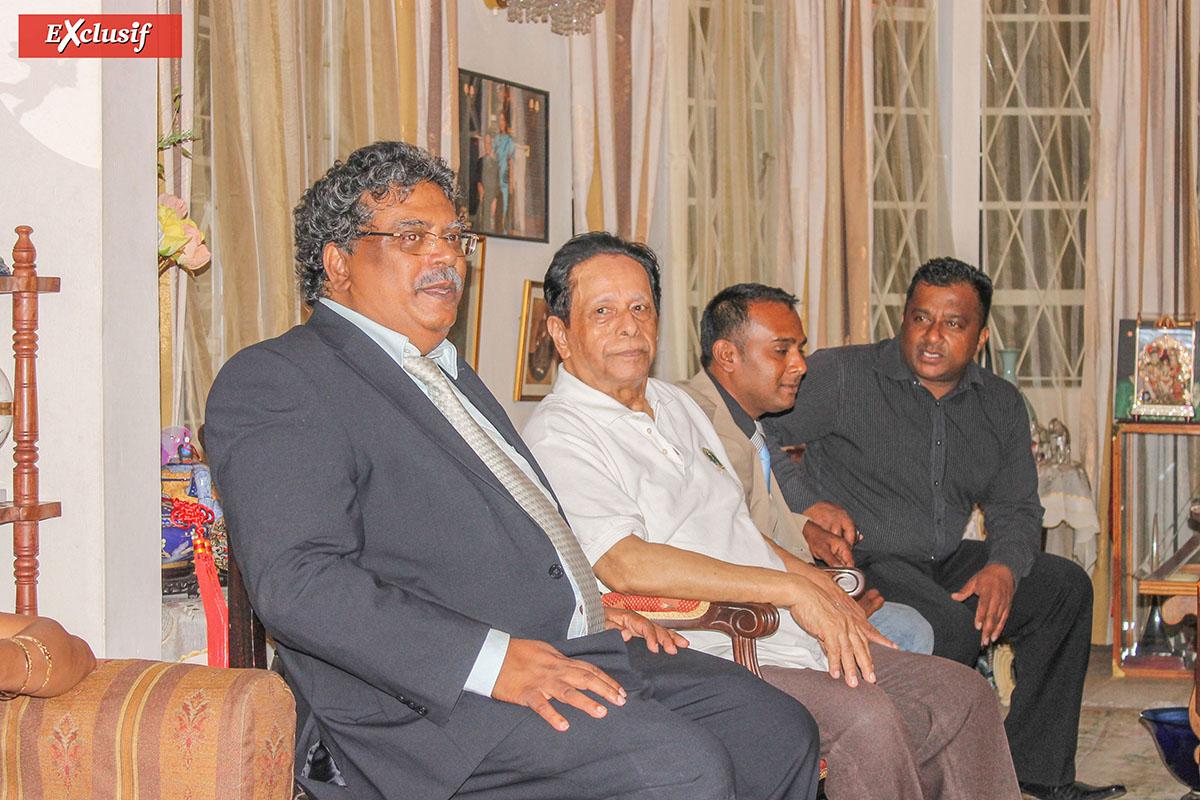 Au premier plan Sevam Chanemougame, président de l'association Tamij Sangam