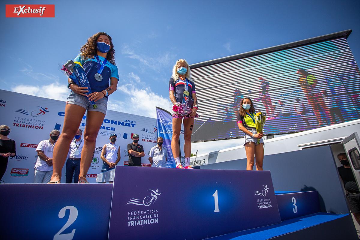 Là, Marjolaine est bel et bien médaillée d'or dans la catégorie des 20/24 ans devant Julie Iemmolo et Nikita Paskiewiez