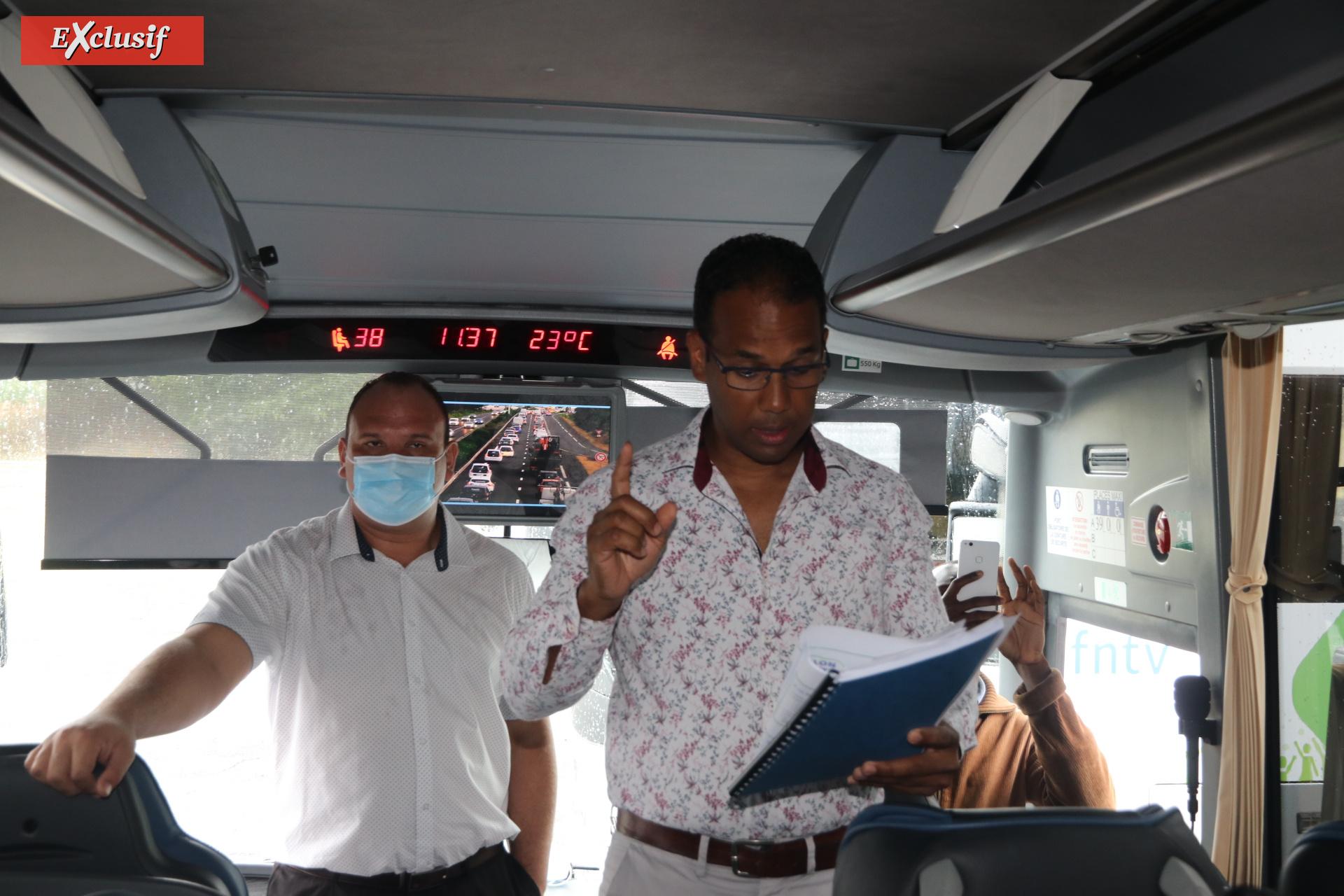 Conférence de presse dans un bus