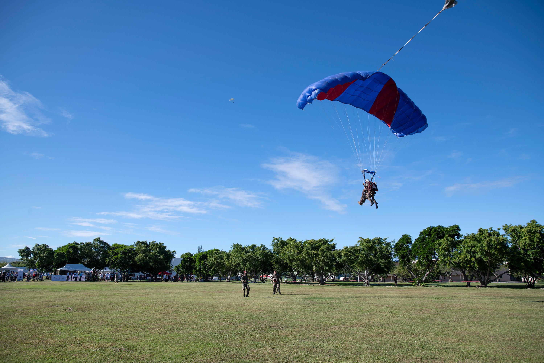 Démonstration de sauts en parachute